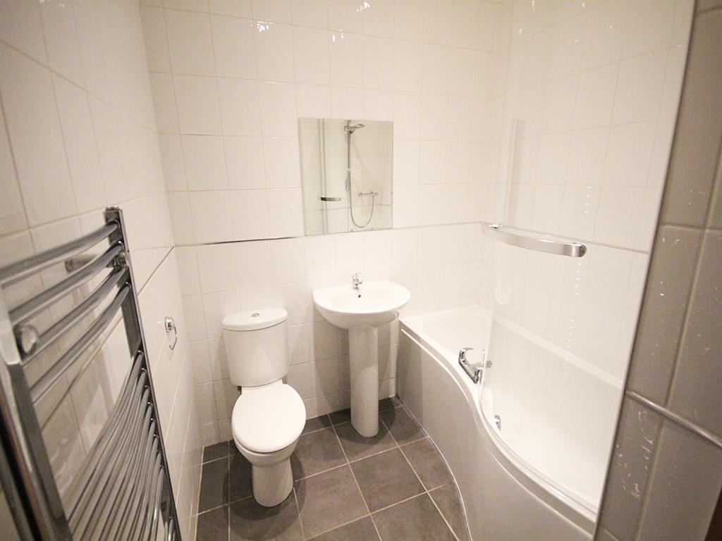 2 bedroom apartment For Sale in Colne - IMG_1348.jpg